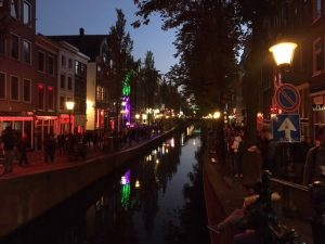Amsterdam-on-a-budget-red-district