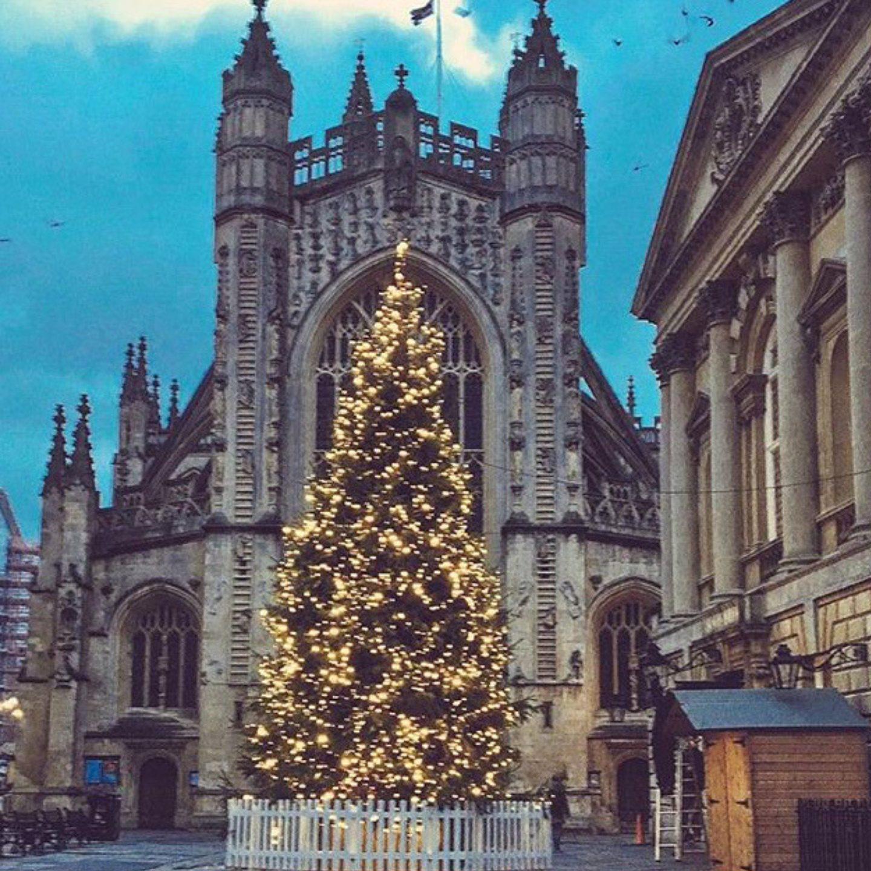 festive-christmas-tree-christmas-market