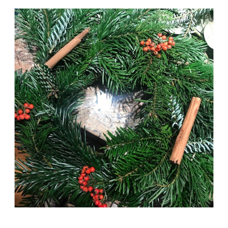 festive-craft-idea-decorating